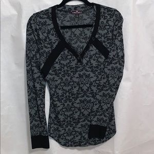 T-shirt with long sleeves relaxation in style
